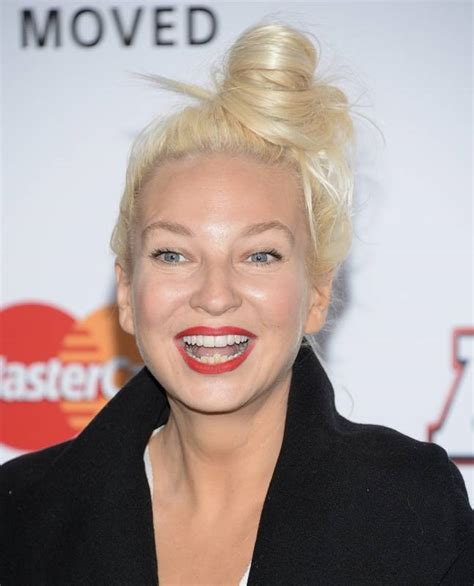 Showing face or not, Sia heads to center stage at Grammys